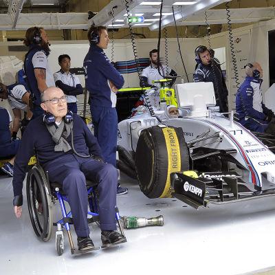 Frank Williams och Valtteri Bottas på depån.