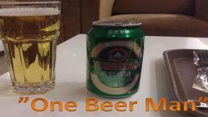 """En öl och en ölburk samt texten """"one beer man""""."""