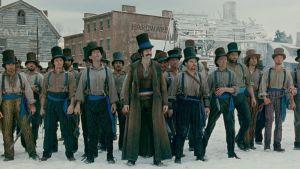 Bill the Butcher (Daniel Day-Lewis) ja hänen johtamansa jengi valmiina tappeluun elokuvassa Gangs of New York