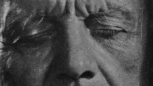 Jean Sibelius vuonna 1945 lyhytelokuvassa Sibelius kodissaan.