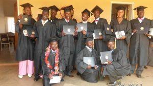 Lukogo Byona, andra från vänster, med sina studiekamrater i Malawi 2014.