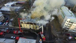 Eldsvåda på Alisenkatu i Nystad 13.12.2016 fotograferad uppifrån.