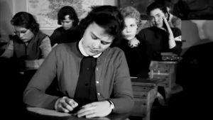 Helsinkiläisen tyttökoulun oppilaita (1957).