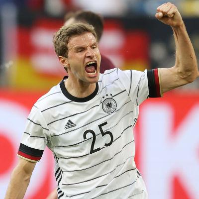 Thomas Müller firar mål i landslaget.