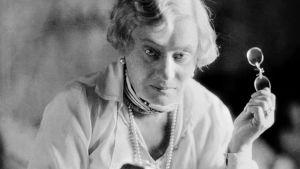 Alma Söderhjelm, Finlands första kvinnliga professor. Början av 1900-talet.