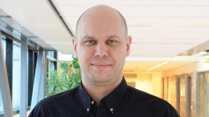 Dan Koivulaakso (vänstern) kandidat i Helsingfors