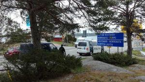 Polisen på plats vid Kittuis färjfäste.