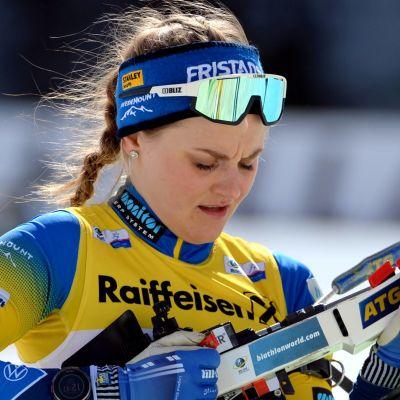 Stina Nilsson i skidskytte.