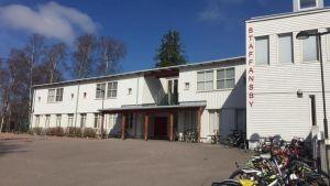 Staffansby lågstadieskolas fasad.