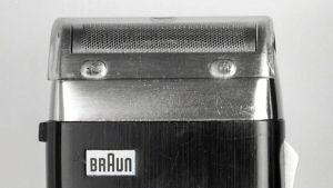 "Braun AG (Hans Gugelot, Gerd Alfred Müller): Rasierapparat ""sixtant SM 31"", 1962 Kunststoff, Metall."