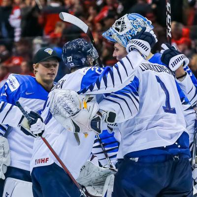 Finland firar segern över Kanada.