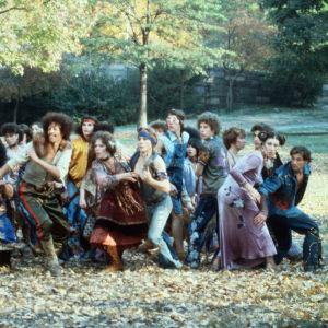 Hippejä puistossa. Kuva Milos Formanin elokuvasta Hair (1979).
