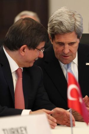 USAs utrikesminister diskuterar Syrien med Turkiets utrikesminister