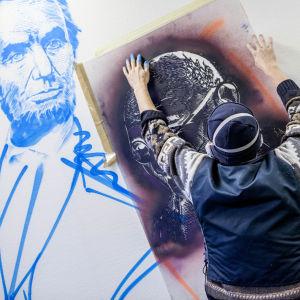 Graffitikonstnären Emess i THE HAUS