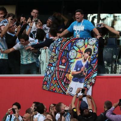 Diego Maradona betedde sig märkligt under VM-matchen Nigeria–Argentina.