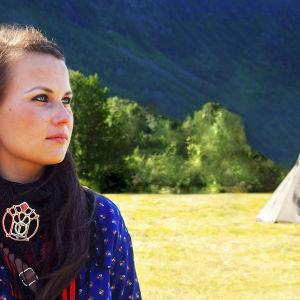 Suvi Westin ohjaama dokumenttielokuva Minä ja pikkusiskoni kertoo lähimmäisenrakkaudesta, tasa-arvosta ja sisaruudesta. yle tv1