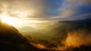 Vy över soluppgång över Pyrenéerna.