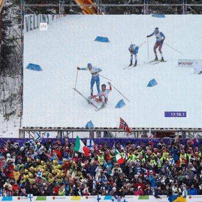 Iivo Niskanen ja Emil Iversen kolaroivat.