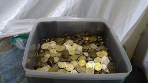 Mynt som stulits från parkeringsautomater i Åbo.
