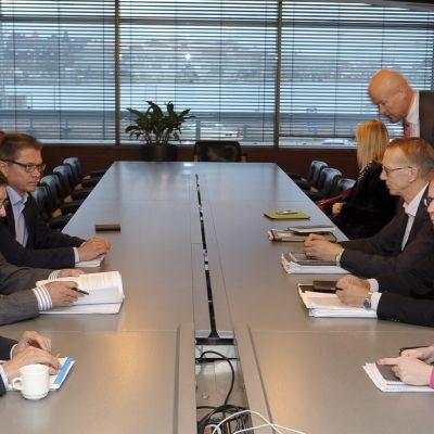 Pensionsförhandlingar på Norra Kajen i Helsingfors.