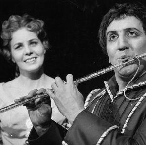 Anneli Rauhala Mozartin Taikahuilussa Paminan roolissa.