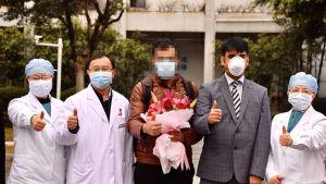 En pakistansk studerande som tillfrisknat från coronaviruset omgavs av sjukhuspersonal då han fick lämna ett sjukhus i Guangzhou, i södra Kina, på onsdagen. Enligt internationell statistik har ungefär 6 000 människor tillfrisknat från covid-19.