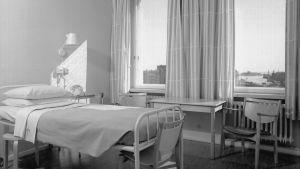 Sjukhussäng, 1953