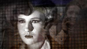 Elokuvan nainen itkee, taustalla moderni nainen puhuu kännykkäänsä