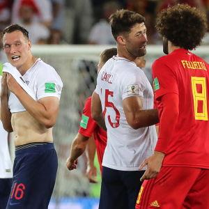 Danny Welbeck, Phil Jones, Gary Cahill och Marouane Fellaini efter gruppspelsmatchen England–Belgien.