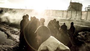 Palkitun dokumenttisarjan uusissa jaksoissa seurataan, mitä pakolaisille kuuluu nyt.