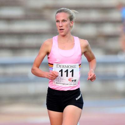 Camilla Richardsson öppnade tävlingssäsongen i Vasa på 3000 meter slätt.