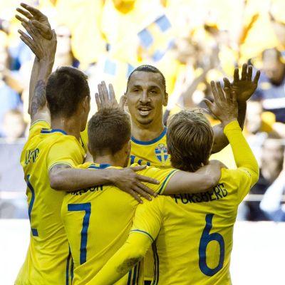 Sverige och Zlatan går in i turneringen på måndag.