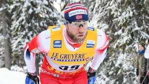 Martin Johnsrud Sundby skidar i Ruka.