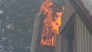 Hus brinner