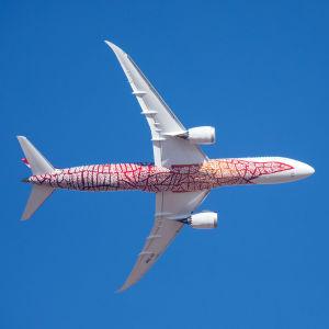 Qantas Airways flygplan Boeing 787 Dreamliner fotat underifrån.