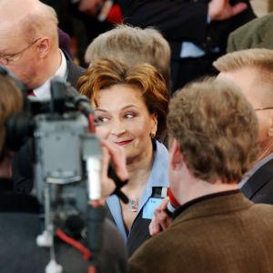 Keskustapuolueen puheenjohtaja Anneli Jäätteenmäki eduskuntavaalien vaalivalvojaisissa 2003