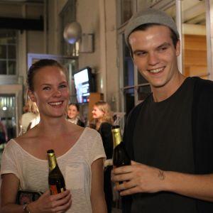 Marianna Tötterman, 23 studerar international business. Michael Biaudet, 23, studerar marknadsföring. De brukar ofta hänga på STK eftersom de hittar  bra vänner och schysst fiilis här.