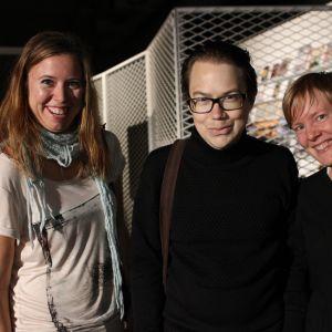 Zac Fors, 33 och Helena Österlund, 33 bor i Stockholm men är här och hälsar på Heidi Johansson, 32. Zac har tidigare intervjuat Firefox Ak. De kom hit med samma flyg som henne och frågade var hon ska spela.