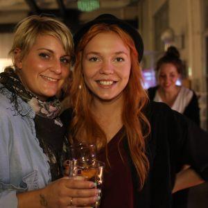 Sabina Laine, 24 är frisör. Johanna Dahlqvist, 23 är makeup artist och frisör. Den kommer från samma by som Ronya, nämligen Sjundeå, och kom hit för att lyssna på henne. Tyvärr missade de hela keikkan, men är nöjda ändå. Firefox AK ska de i alla fall se.