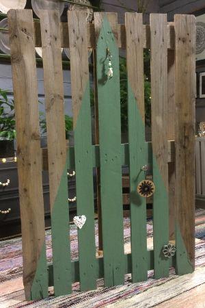 Grön triangel målad på lastpall
