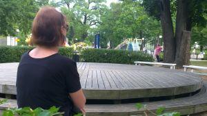 Ryska Jelena har blivit diskriminerad i Estland på grund av sitt ursprung.