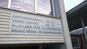 Skylt vid ingången till Vasa stadssjukhus.