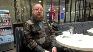 Kuratorn Juha-Heikki Tihinen är ivrig över det kommande 100-årsjubileet.