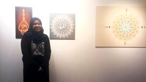 Amiirah Salleh-hoddin på utställningen Islam ja minä.