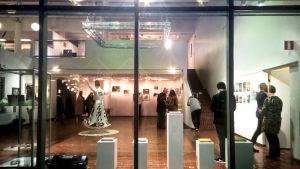 Galleriet och utställningen utifrån sett.