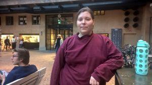 Josefine Fri studerar på Teaterhögskolan.