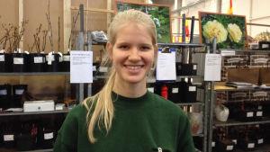 Roosa Juup säljer pioner på vårmässan 2014