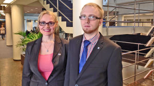 Veera Ruoho och Simon Elo är Sannfinländarnas nya riksdagsledamöter från Nyland.