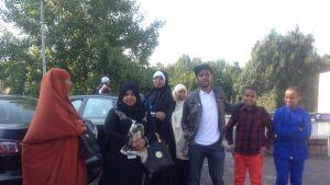 Mohamed och Uzayn firar Eid med släktingarna i Finland