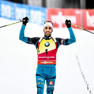 Martin Fourcade korsar mållinjen, Nove Mesto, december 2016.